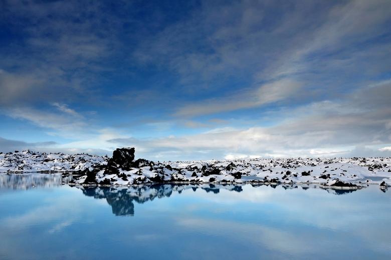 Blue Lagoon - Een prachtig melkachtig water gelegen tussen de lavastenen.Groeten Frans.