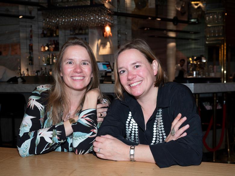 Eeneiige tweeling Martine en Sonja 2 - Nogmaals Martine (rechts) en Sonja