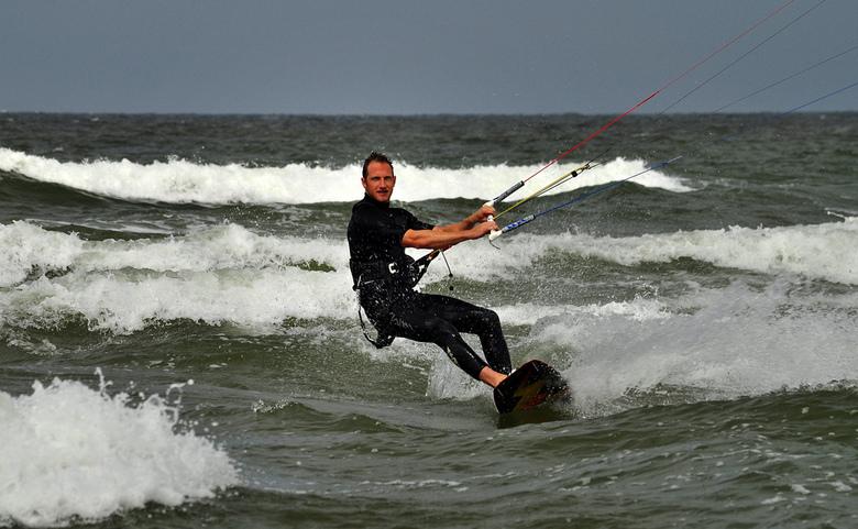 Kite-surfer - Tijdens mijn vakantie iemand leren kennen die EN kan kiten EN dit wilde laten vastleggen door mij...<br /> Super om te doen!