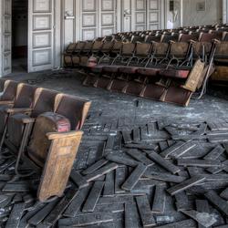 van je stoel vallen van verbazing; is hier vaak gebeurd