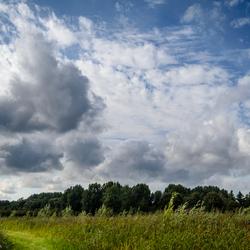 Wolkenpartij in de polder