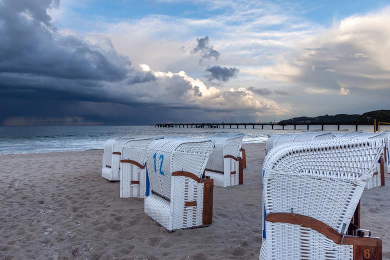 Strandkorb Rügen - Foto gemaakt in Binz eind september, prachtige dreigende wolken maakten het plaatje kompleet