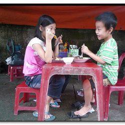 Hoi An-Vietnam - ontbijten langs de weg in de vroege ochtend