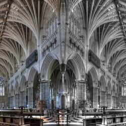Interieurfoto in spiegelbeeld van de Sint Peter kathedraal in Exeter