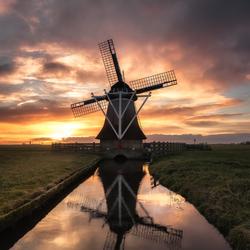 Laatste zonlicht over de polder