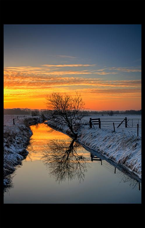 Winter Sunrise Creek - Tijdens één van mijn vele ochtendsessies kwam ik langs het Mechels Broek, een natuurgebied juist buiten de stad. <br /> De Bar