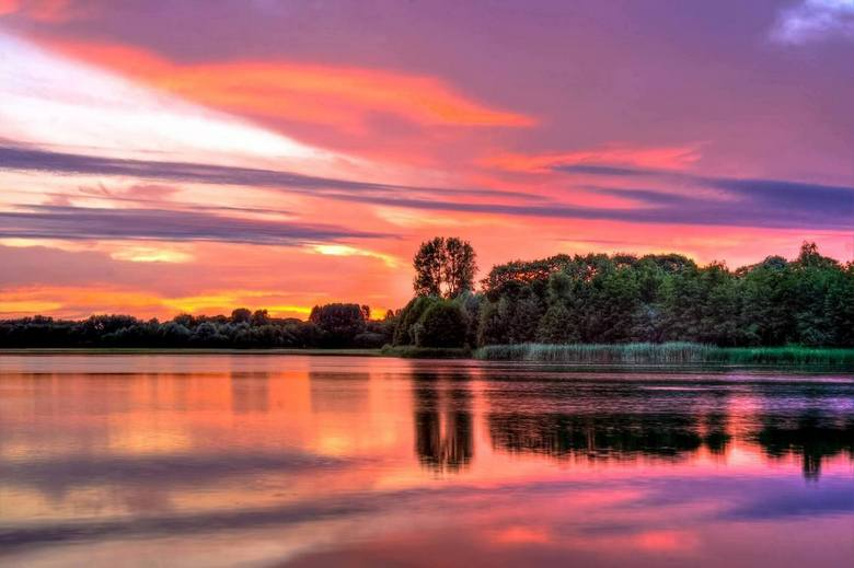 """A bright evening - foto van de zonsondergang van afgelopen zondag.. prachtige luchten gezien <img  src=""""/images/smileys/smile.png""""/>"""