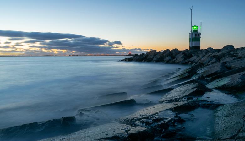 IJmuiden Pier - Pier IJmuiden<br /> Bij zonsondergang een foto met lange sluitertijd gemaakt.