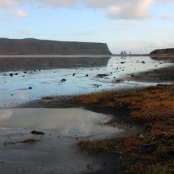 De trollen vlakbij Vik in het zuiden van IJsland
