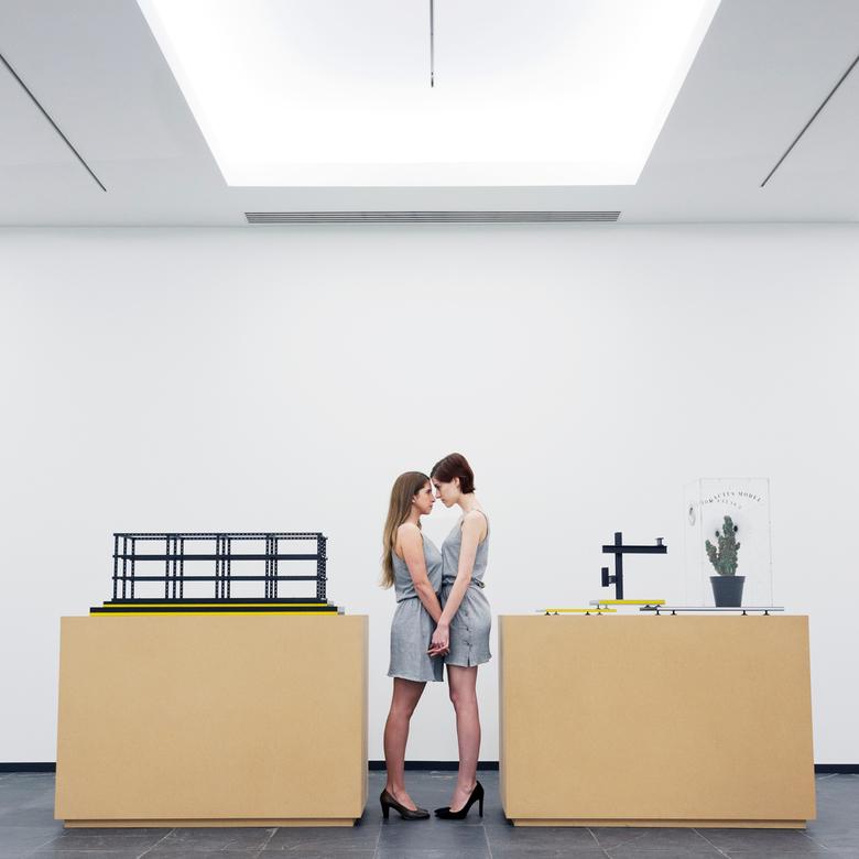 III - deel van de serie Som Ting Wong / lookbook voor Manufactuur<br /> <br /> Modellen: Ellis Roudasev &amp; Elvi Feifei<br /> Styling: Manufactuu
