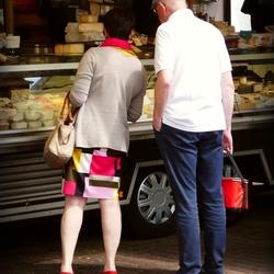 Wim... houd jij de rode tas even vast....