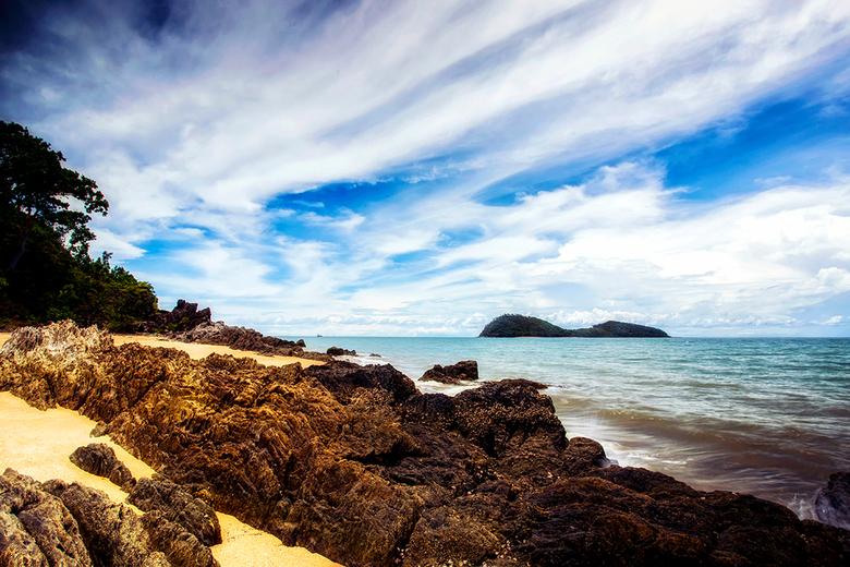 Palm Cove - Uitzicht op de oceaan vanuit het dorpje Palm Cove, ten noorden van Cairns