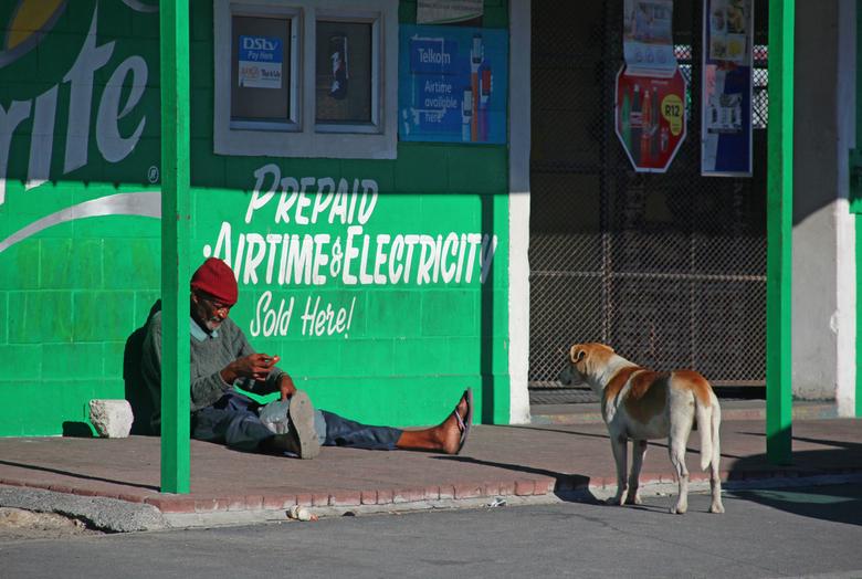 Soulmates in a township - In een township net buiten Kaapstad  kwam ik deze twee zielsverwanten tegen. Het intrigeerde mij want hoewel er bijna een ha