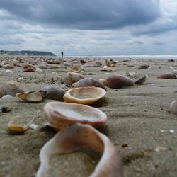 Figurant op het strand