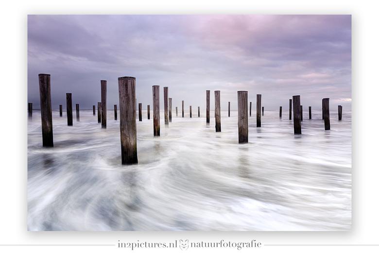 Springtij in Petten - Afgelopen zondag was er springtij in Petten, de zee kwam in een razendtempo omhoog en de harde wind vanuit zee hielp het proces