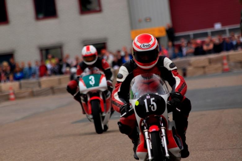 Wwroemm!! - Vandaag naar een motorevent in Barneveld geweest om te oefenen met sportfotografie. Dat was nog niet zo makkelijk ...