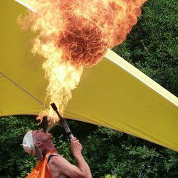 Vergroot, vuur, vlam en heel veel warmte