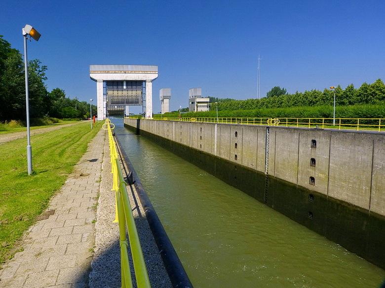 Amsterdam Rijnkanaal en omgeving 425. - ****<br /> <br /> 23 juli 2012.<br /> Groetjes Bob.