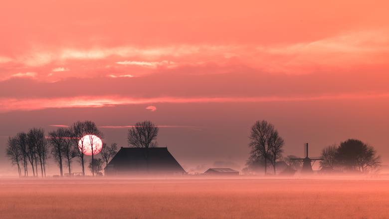 """Sunset molen """"de Puollen""""  - Panorama van 7 beelden (portretstand)."""