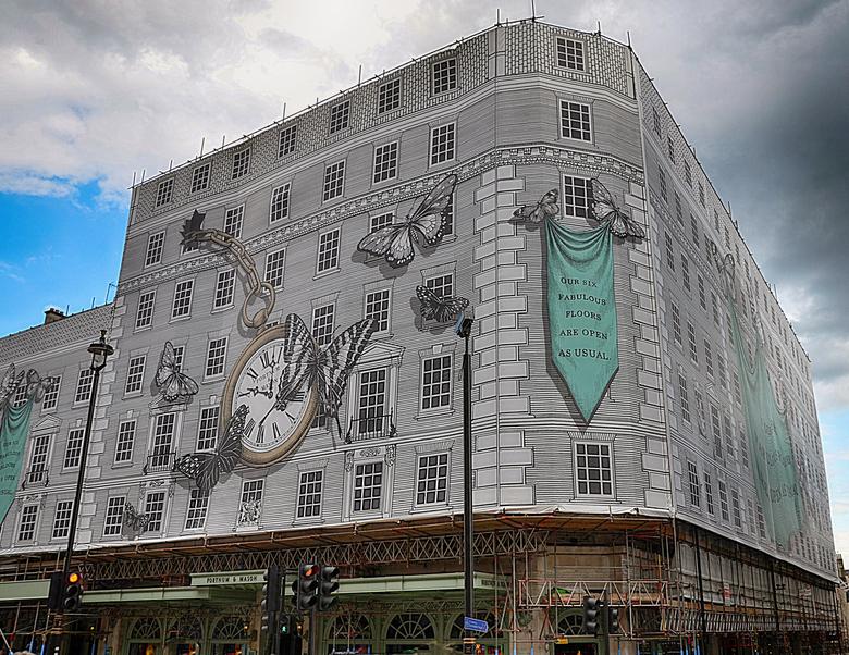 Fortnum &amp; Mason  - Fortnum &amp; Mason in Londen is een luxe warenhuis dat nu even is ingepakt voor renovatiewerken.<br />