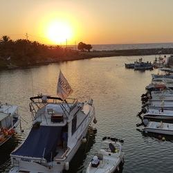 Zonsondergang aan de haven