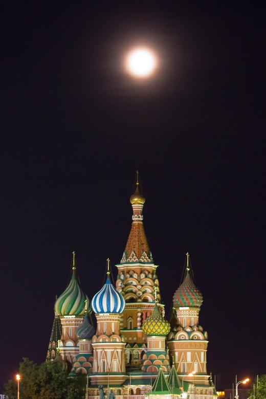 Moscow by night - Moskou in de late avond. Ik moest wachten op de aansluitende vlucht naar NL, dus ben ik de stad in gegaan.
