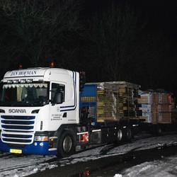 Truck bij nacht.