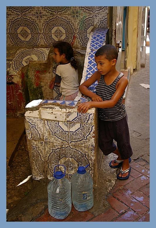 kinderen...... - Vandaag mijn dochter naar Schiphol gebracht omdat ze in Kameroen voor een kleine 5 maanden leeuwen en hyena's voor haar studie g