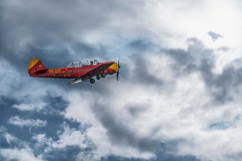 """Yakovlev 52 -  Gefotografeerd tijdens de VSV Breda Airshow. Onderdeel van de """"Dutch Thunder Yaks"""""""