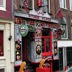 Coffeeshop/tattooshop op de Amsterdamse wallen