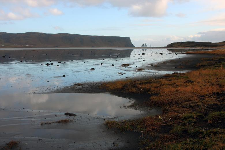 De trollen vlakbij Vik in het zuiden van IJsland -