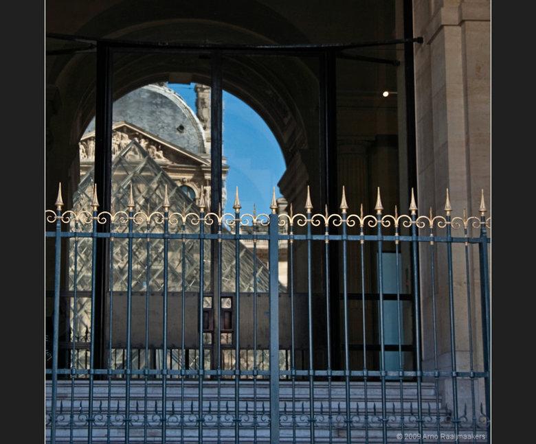 Parijs Louvre2 - En natuurlijk ga je ook naar het Louvre als je in Parijs bent....<br /> <br /> Enkele buitenfoto&#039;s. <br /> <br /> Het lijkt
