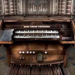 orgel in verlaten klooster