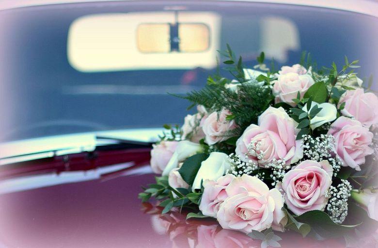 """Happy Marriage - Op een wandeltochtje door Goedereede stuitte ik op een trouwauto. Kon het niet laten een kiekje te schieten <img  src=""""/images/smiley"""