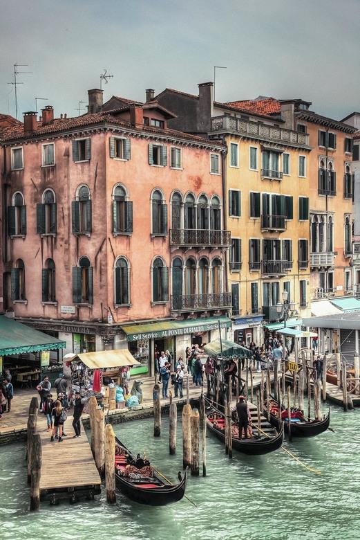 Venetië - Een HDR-bewerking van een foto uit Venetië, gemaakt vanaf de Rialto-brug