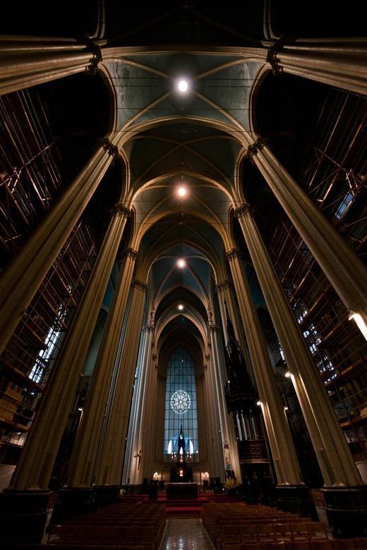 De Onze-Lieve-Vrouwekerk in Laken  - werd door architect Joseph Poelaert in neogotische stijl opgetrokken. Ze werd opgericht als aandenken aan koningi