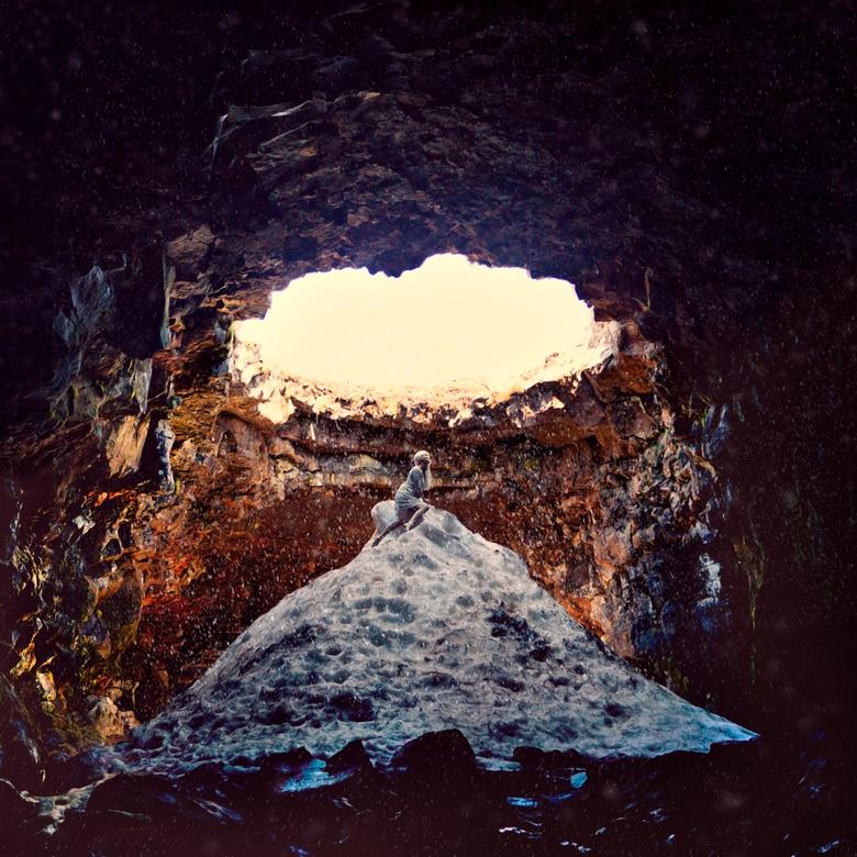 The importance of the climb - Een grot met verschillende openingen waaronder een berg verharde sneeuw ligt. Dat is Raufarhollshellir in IJsland.<br />