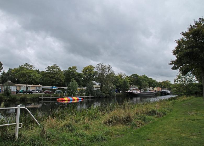de zomer voorbij - dreigende wolken over de piushaven