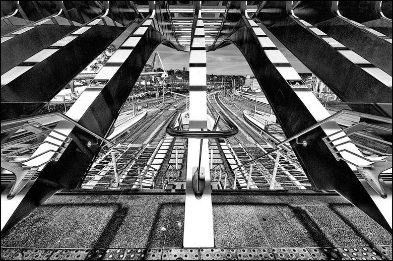 Artistieke architectuur 28 - De trein is heel lang uit de gratie van velen geraakt gezien de overvolle treinen tijdens de spitsuren. De prijs van een