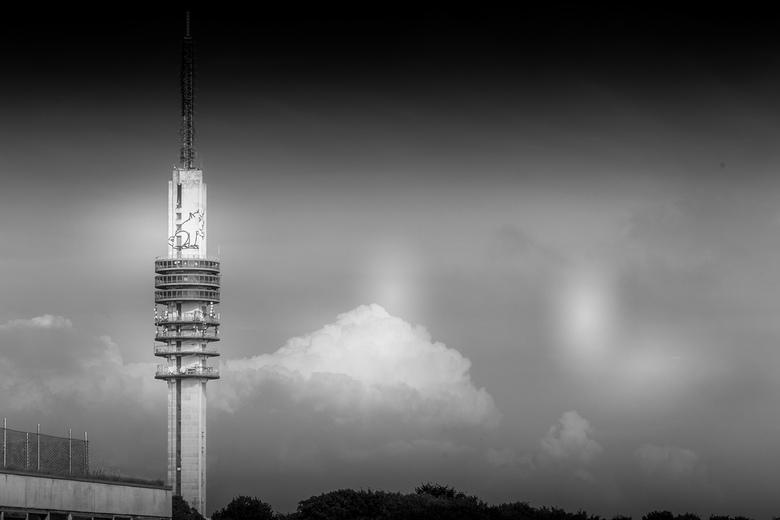 Mediapark toren - Zomaar een probeersel van de toren op het Mediaprk in Hilversum.<br /> Dit naar aanleiding van wat testen van mijn nieuwe 2e hands