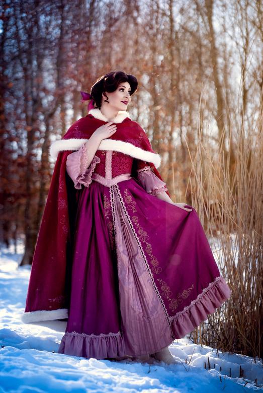 belle winterjurk - Lisa de graaf is een Disney prinses in hard en nieren, deze winterjurk konden we nu in de sneeuw shooten. We hebben genoten. Ook de