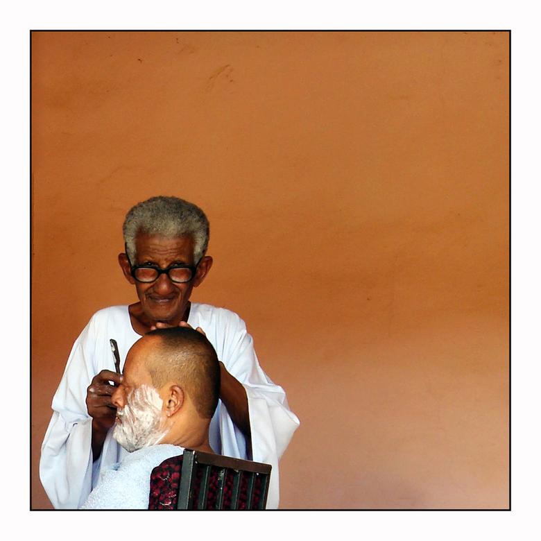 Do Not Disturb - In Omdurman, bij Khartoum liggen de fotomomenten voor het oprapen. Overal zeer vriendelijke mensen, zelfs als je ze stoort bij hun da