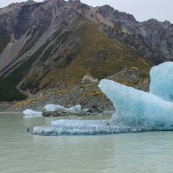 Afgekalft stuk van de Tasman  Gletsjer