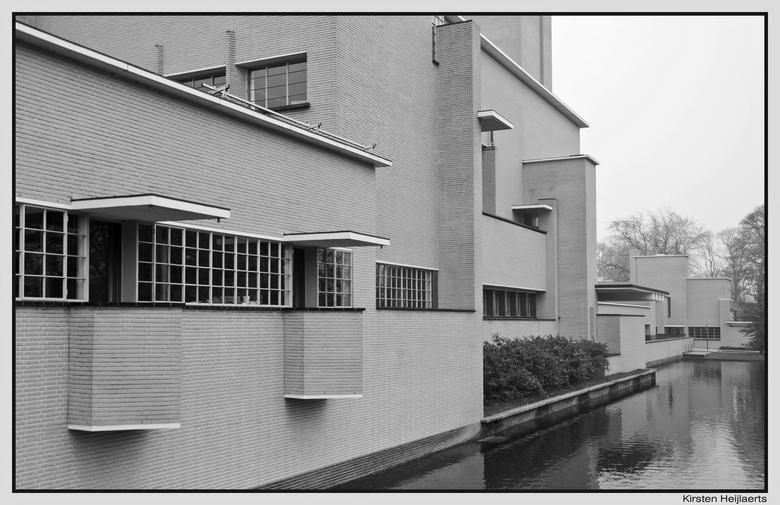 Dudok zw-w - Het stadhuis van Hilversum, van de architect Dudok.