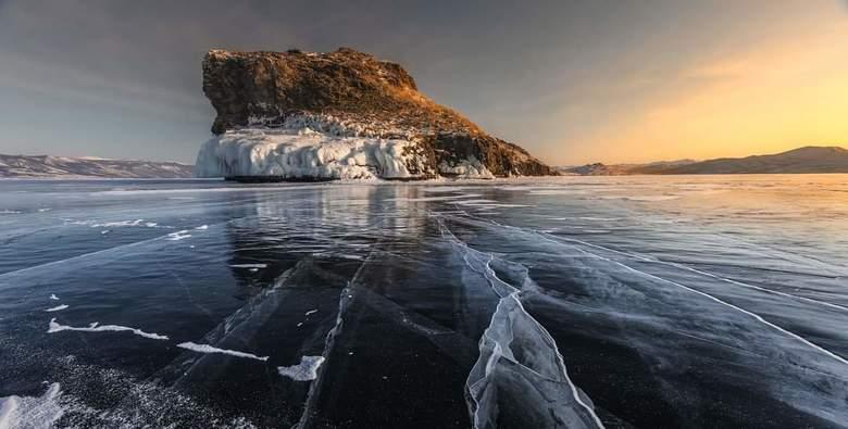 Eerste licht op de ijsvlakte  - Een koude morgen op de ijsvlakte