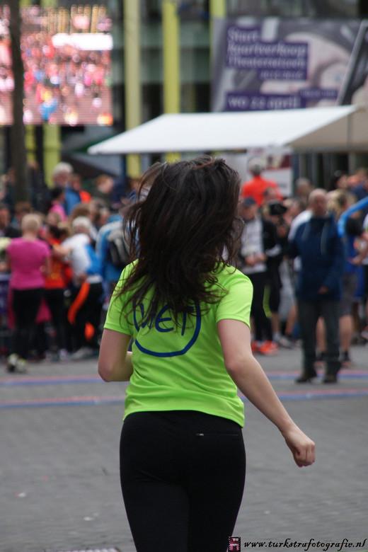 Mooie rug ..!! - Foto genomen tijdens de city run  Heerhugowaard op het Coolplein