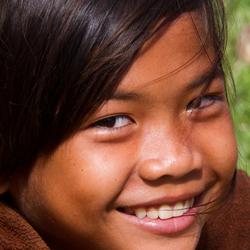 Faces of Cambodja -23- lachend meisje