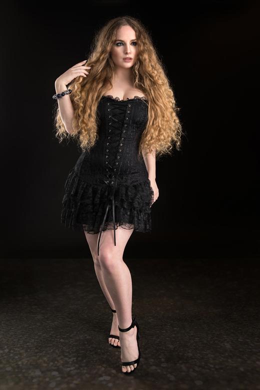 black - Jezebelle<br /> De uitdaging voor mij is, onder andere, het zwarte corset tegen een zwarte achtergrond ...