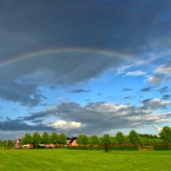 regenboog boven Uithuizen.