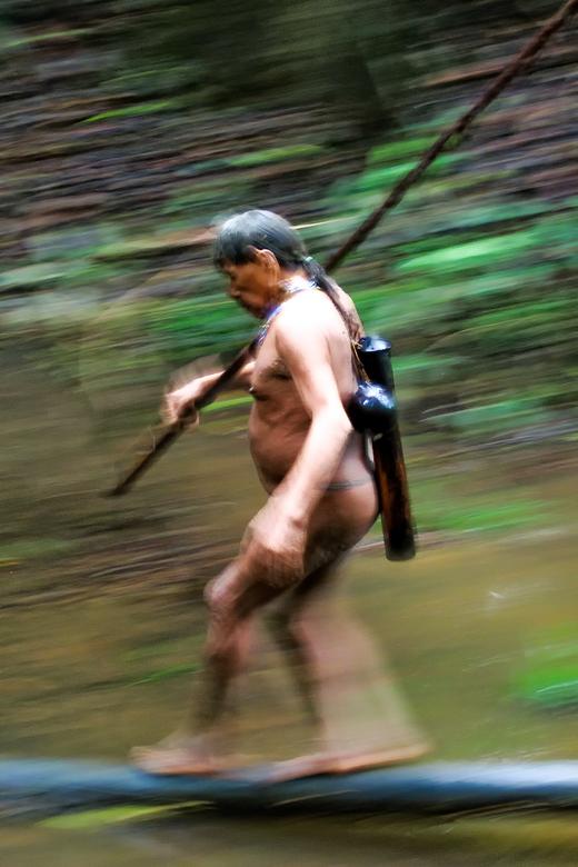 """Huaorani - Diep in de jungle van Yasuni NP mochten we een dag mee op jacht in het leefgebied van de Huaorani Indianen. Een klein verslag: """"3 indi"""
